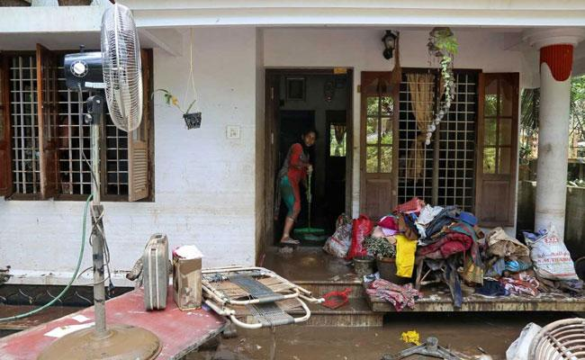 Kerala To Extend Interest Free Loan To The Female Heads Of Flood Hit Families - Sakshi