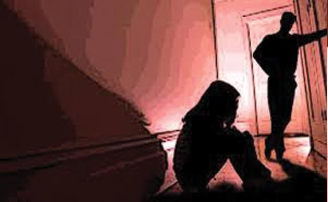 Man Sentenced To Life For Raping 10 Year Old Girl In UP - Sakshi