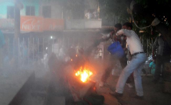Love Failure Man Suicide Attempt Infront Lover House Mahabubnagar - Sakshi