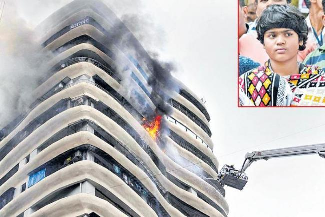 Mumbai Parel Fire Accident Girl Zen Sadhavarthi Brave Acts - Sakshi