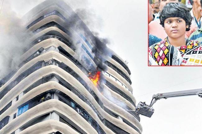 Mumbai Parel Fire Accident Girl Zen Sadhavarthi Brave Acts - Sakshi