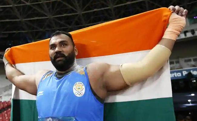 Tajinderpal Singh Toor Clinches Gold in Mens Shot put - Sakshi