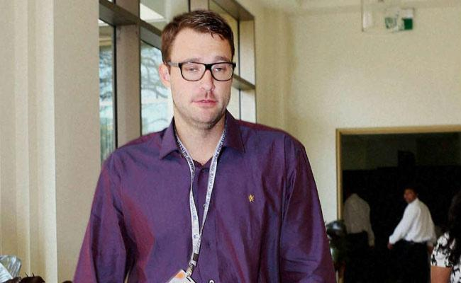 Royal Challengers Bangalore want Daniel Vettoris replacement - Sakshi