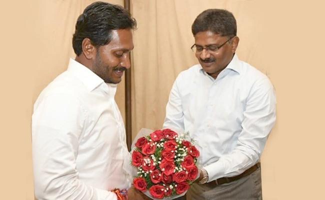 Former AP DGP Samba Siva Rao Meets YS Jagan - Sakshi