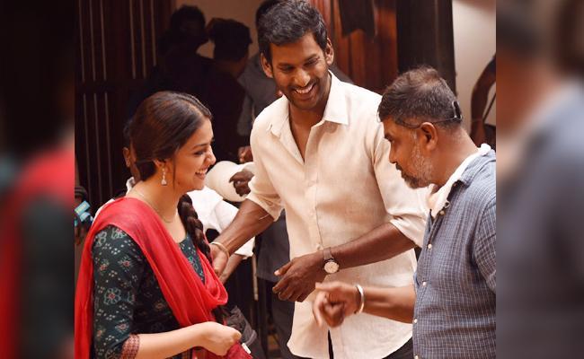 Keerthy Suresh Distribute Gold Dollars After Complete Movie Shooting - Sakshi