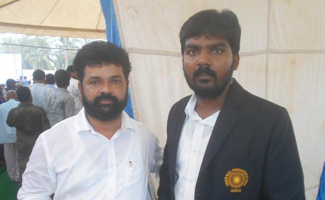 Praja Sankalpa Yatra Team Helps Sportsmen Sunil - Sakshi