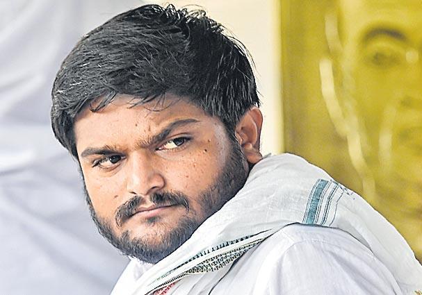 Hardik Patel begins indefinite hunger strike demanding Patidar quota - Sakshi