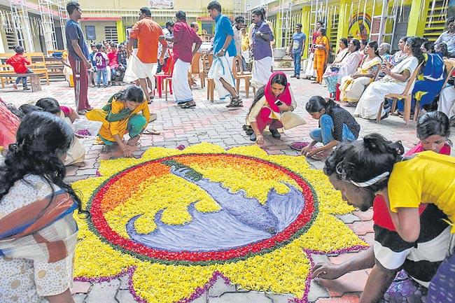Spirit Of Onam Stays Afloat As Kerala Struggles To Stand Up After Floods - Sakshi