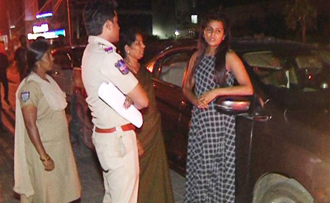 Young Woman Caught Drunk And Drive Test In banjara hills hyderabad - Sakshi