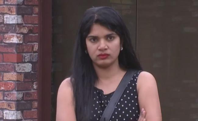 Bigg Boss 2 Telugu Deepthi Nallamothu Sacked from Captain Position - Sakshi