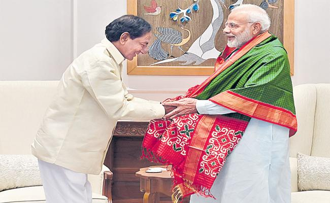 KCR Meets PM Narendra Modi Over Early Polls - Sakshi