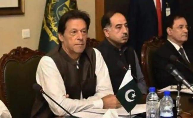 Imran Khan's cabinet bans first-class air travel - Sakshi
