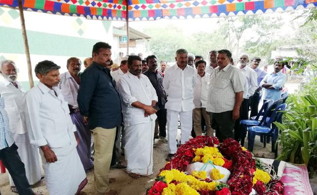 YSRCP Leader Died In Punganur With Heart Stroke - Sakshi