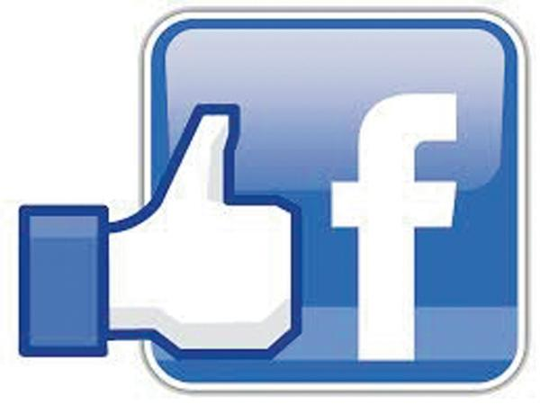 Two Friends Fight for facebook likes - Sakshi