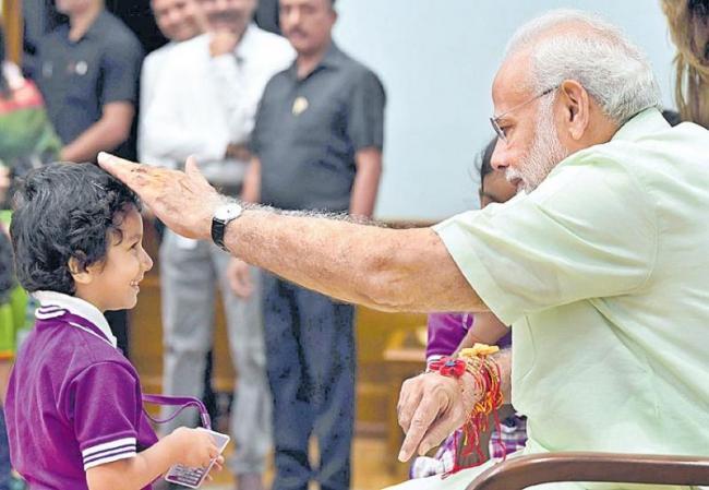 PM Modi Commends Kerala's Spirit, Hails Vajpayee - Sakshi