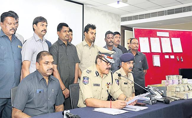 Bit Coins Gang Arrest In Hyderabad - Sakshi