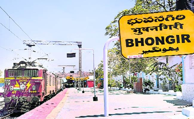 No Stop Trains In Bhuvanagiri - Sakshi