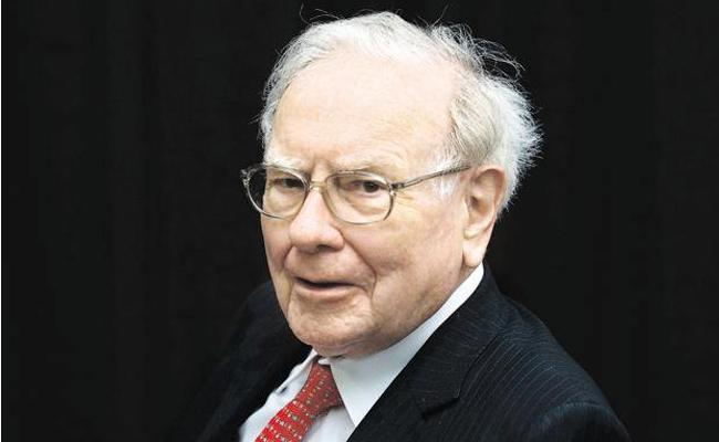 Warren Buffett intrest to take stakes in Paytm - Sakshi