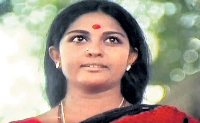 Gunturu Seshendra Sarma Nidurinche Thotaloki Song In Mutyala Muggu - Sakshi