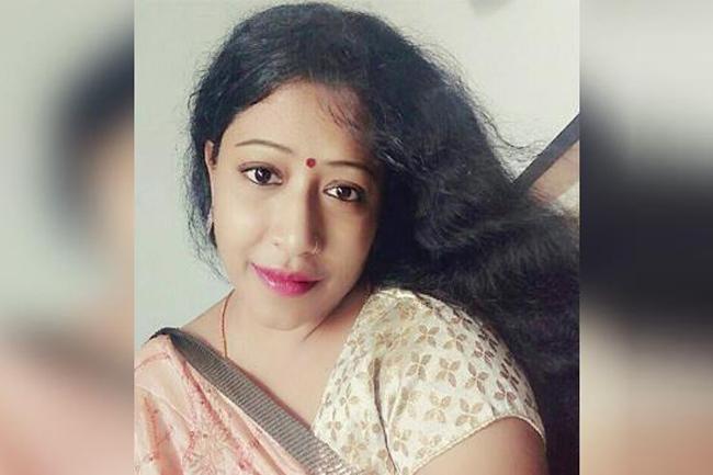 Nutan kumar Wife Accuses Beautician Padma over Illicit affair - Sakshi