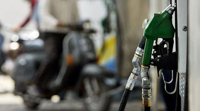Diesel Price Hits Record High - Sakshi