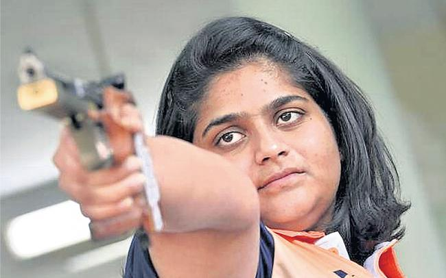 Rahi Sarnobat wins gold in shooting - Sakshi