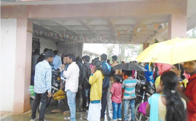 Gurukul School Principal not Allowed Raksha Bandhan Festival In Visakhapatnam - Sakshi