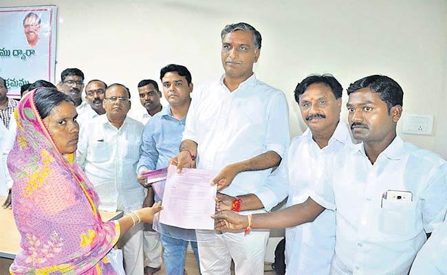 Rythu Bheema cheques Distribution - Sakshi