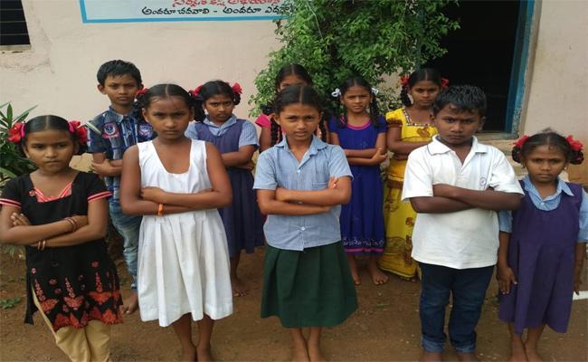 Aided School Childrens Uniform Not Implemented Prakasam - Sakshi