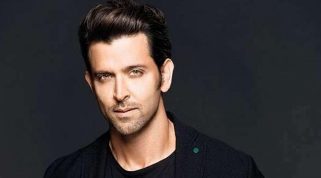Police Complaint Filed Against Hrithik Roshan - Sakshi