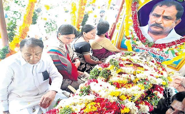TRS Leader Funeral Completed - Sakshi