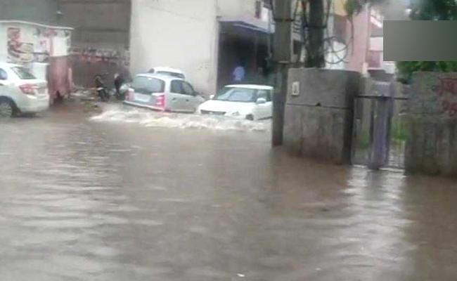 Heavy rain in Delhi causes waterlogging in some areas - Sakshi