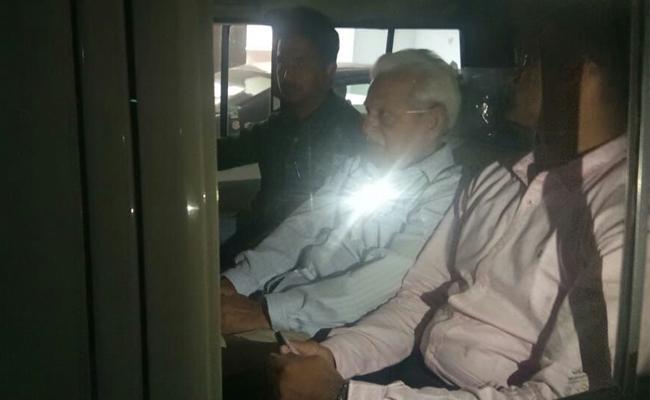 Police Arrest Virasam Leader Varavara Rao at His Residence - Sakshi