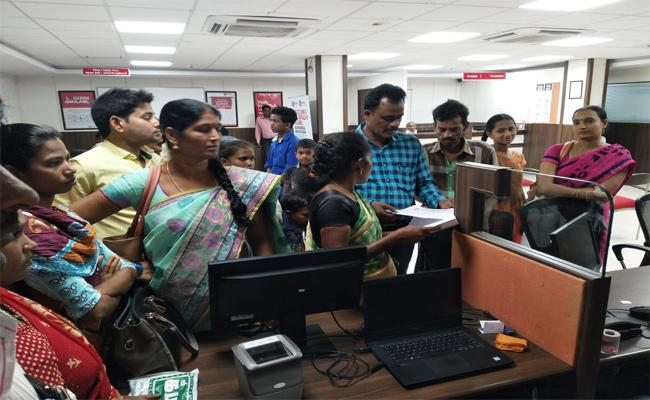 Peoples Problems In Aadhar Card Update Centers Nellore - Sakshi