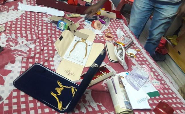 Robbery In hanuman Junction Krishna - Sakshi