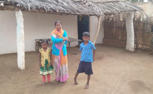 Villagers Migration To Cities In Anantapur - Sakshi