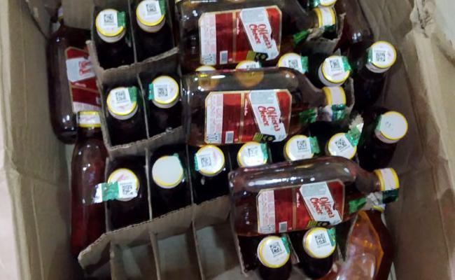 Fake Alchohol Bottle Caps Caught In Prakasam - Sakshi