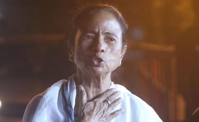 Amit Shah and Mamata Banerjee showdown in Kolkata over NRC - Sakshi