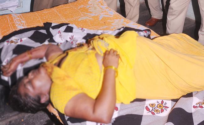 Woman Murdered In Guntur - Sakshi