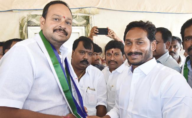 TDP Leaders Join In YSRCP Praja Sankalpa Yatra - Sakshi