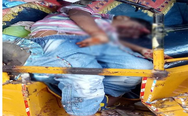 Minivan Auto Accident In Prakasam - Sakshi