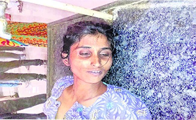 Married Women Suicide In Adilabad - Sakshi