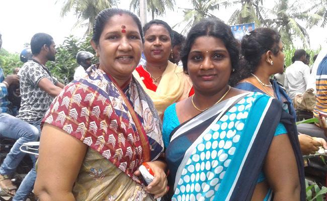Y S Jaganmohan Reddy promises liquor ban in Andhra Pradesh - Sakshi