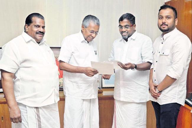 malabar gold 7 cr donate for kerala floods - Sakshi