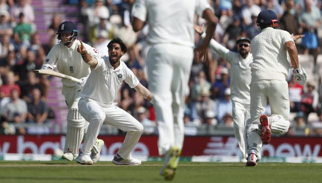 Ishant becomes the third indian fast bowler to pick up 250 test wickets - Sakshi