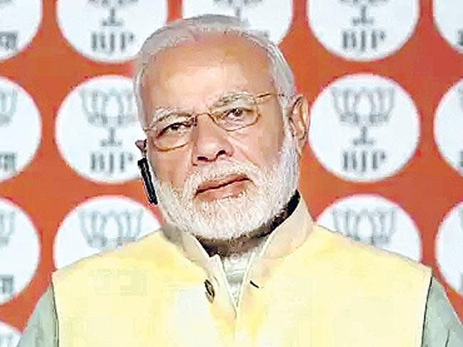 Narendra Modi asks BJP workers not to use social media to spread dirt - Sakshi