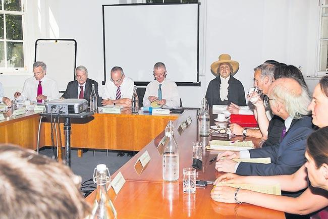 Tentang Jasad Jeremy Bentham yang Ikut Rapat - Sakshi