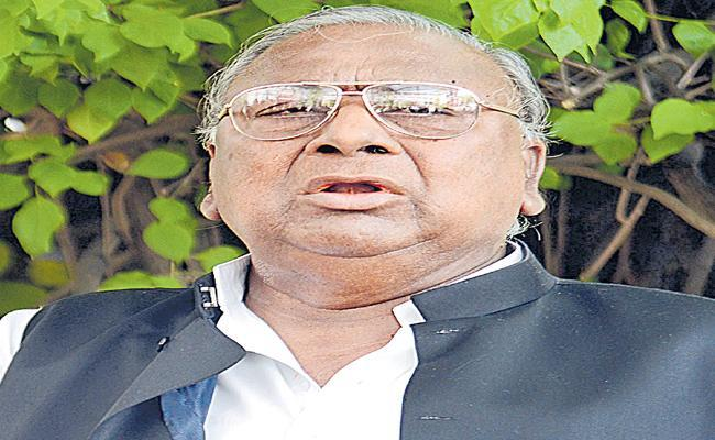 V Hanumantha Rao Fires On Narendra Modi Over Rafale Scam - Sakshi