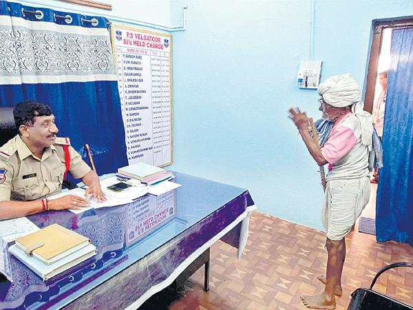 Police counseling for the sons of Elderly couple - Sakshi