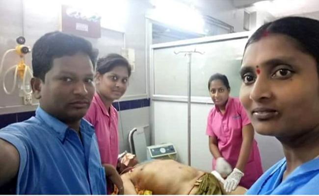 Social Media Slams Take selfie With Harikrishna - Sakshi